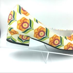 Pointe Boutique Shoes - Retro Floral Satin Block Heel Flats Pointed Toe